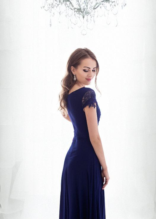 80570b626102 ... Dámské plesové a společenské dlouhé šaty JAMIE modrá empty