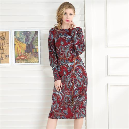 Elegantní přiléhavé midi šaty s páskem Elegantní přiléhavé midi šaty s  páskem empty c32b8dd89e0