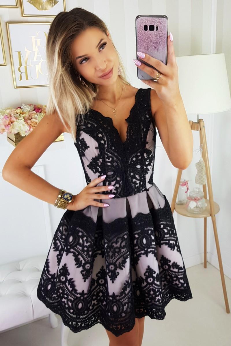 Dámské koktejlové šaty s krajkou černá eaff4dd620